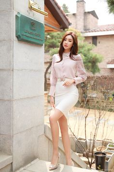 Korean fashion has been trending for many years, and it's for good reasons. With Korean's approach to outfits, accessories, and shoes, it is no doubt how many people search for Korean fashion trends for great looks. Korean Fashion Trends, Korea Fashion, Asian Fashion, Girl Fashion, Fashion Outfits, Womens Fashion, Fashion Design, Cheap Fashion, Fashion Photo