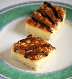 Who doesn't like a little Girl Scout baked in a cookie?  Samoas Cheesecake bars...yummy.  Think I'll be making these this week.