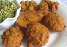 Savory Chana Dal Fritters with Tomatoes and Spices. A blend of chana dal, tomatoes and Indian spices turned into light, crispy golden-brown fritters — delicious served with chutney for lunch or as an appetizer Healthy Family Meals, Healthy Snacks, Indian Food Recipes, Ethnic Recipes, Indian Dishes, Fritters, Chutney, Quick Easy Meals, Tomatoes