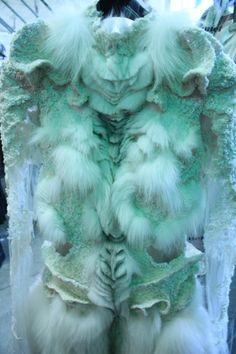 Yiqing Yin by Ifel Fur Fashion, Couture Fashion, Yiqing Yin, Body Adornment, Textiles, Bird Feathers, Costume Design, Wearable Art, Fiber Art
