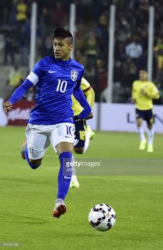 Brazil's forward Neymar controls the ball during the 2015 Copa America football championship match against Colombia, in Santiago, Chile, on June AFP PHOTO / RODRIGO ARANGUA Soccer Players, Football Soccer, Neymar Jr, Brazil, Crowd, Tennis, Running, Football Players, Colombia