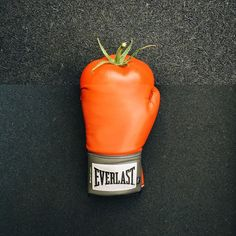 tomato + boxing glove I stole/borrowed @moloeb's boxing glove for this one. and I bought/purchases the tomato at a bodega up the street. and thus we have tomato/glove. this one kinda doesn't make sense to me, but I think that's why I like it. more #combophoto's ⬅️ here.
