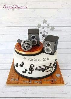 Microphone and speakers cake Music Birthday Cakes, Music Themed Cakes, Dj Cake, Cake Art, Fondant Cakes, Cupcake Cakes, Microphone Cake, Music Cookies, Rodjendanske Torte