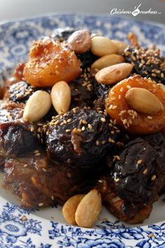 Here is a recipe from home that I have wanted to share with you for ages: the tajine prunes. Lamb Tagine Recipe, Tajin Recipes, Morrocan Food, Gourmet Recipes, Cooking Recipes, Algerian Recipes, Vegan Junk Food, Exotic Food, Arabic Food