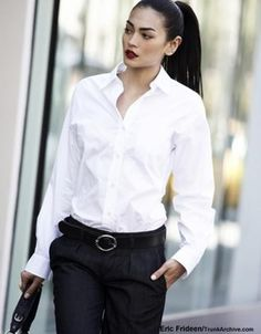 How to wear white shirt classy chic ideas for 2019 Casual Cocktail Attire, What Is Cocktail Attire, Cocktail Party Attire, Best Cocktail Dresses, Cocktail Attire For Women, Burberry Coat, Classic White Shirt, Dress Attire, Work Chic