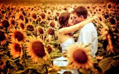 This is literally my dream engagement. I love sunflowers