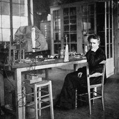 女性初のノーベル賞受賞者マリキュリー ジーンクレールが選ぶVOGUEな女性
