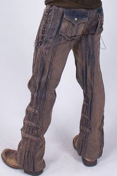 These Gaucho pants are made of a heavy duty cotton canvas with a wee bit of stretch woven in for that extra comfy feel. Featuring lace up thighs, custom brass buttons, extra capacity pockets in the ba Gaucho, Hot Outfits, Fashion Outfits, Urban Fashion, Mens Fashion, Style Steampunk, Look T Shirt, Cargo Pants Men, Urban Looks
