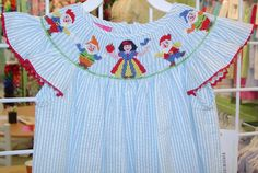 Snow white Smocking Sewing Crafts, Sewing Projects, Cute Outfits For Kids, Kids Clothing, Smocking, Claire, Dress Outfits, Snow White, Daughter