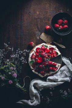 Fluffy sponge cake with balsamic strawberries