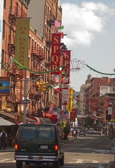 Little Italy.  NEW YORK CITY.   (by lm_jns32, via Flickr)