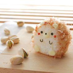 "Kawaii food (@kazuyo_yamazaki) on Instagram: ""。 ハリネズミおにぎり 。 お友達に鰹節をいただいたので ハリネズミのおにぎりを作ってみました❣️ 。 ハリネズミカフェに行ってみたい 。 。…"" Cute Food, Good Food, Yummy Food, Japanese Food Art, Japanese Lunch Box, Cute Bento Boxes, Kawaii Dessert, Kawaii Bento, Bento Recipes"