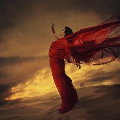 Brooke Shaden : Creating new worlds through images.