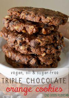 Orange Triple Chocolate Chocolate Chip Cookies (Vegan, Oil and Sugar-free) http://onegr.pl/1xIwBLG #vegancookies #sugarfree