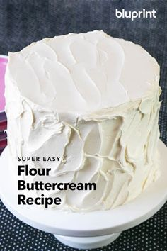 Flour Buttercream Recipe: Flour buttercream combines American buttercream with the (not as sweet) ta Flour Buttercream Recipe, Icing Recipe, Frosting Recipes, Cake Recipes, Dessert Recipes, Butter Icing, Cooked Frosting Recipe, Frosting Without Powdered Sugar, Not Too Sweet Frosting