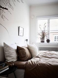 Swedish bedroom in Autumn tones / Stadshem.