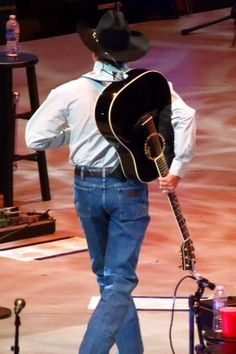 The Cowboy Rides Away Tour 2013-2014 and one of the most photographed butts ever Old Country Music, Country Man, Country Music Quotes, Country Music Artists, Country Singers, Music Quotes Life, George Strait Family, Joyce Taylor, My Singing