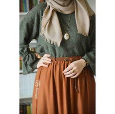 Pinterest @adarkurdish Abaya Fashion, Muslim Fashion, Modest Fashion, Girl Fashion, Fashion Dresses, Conservative Outfits, Hijab Trends, Casual Hijab Outfit, Hijab Style
