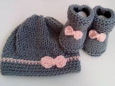 ENSEMBLE bébé fille au tricot en laine Bonnet et Chaussons