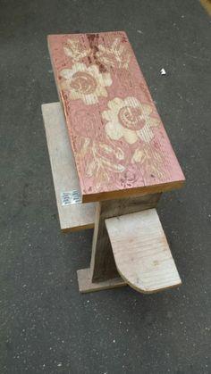 Creatief met spuitverf,kanten kleedje en steigerhout