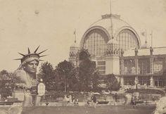 Exposition universelle de 1878. Parc du Champ-de-Mars avec la statue de la Liberté de Bartholdi F/12/11914 © Archives nationales, France