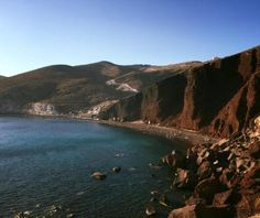 Do you want to know the entry ticket price for Red Beach? Opening & closing timings, parking options, restaurants nearby or what to see on your visit to Red Beach? Red Beach, Santorini Greece, Europe, Park, Places, Water, Outdoor, Gripe Water, Outdoors