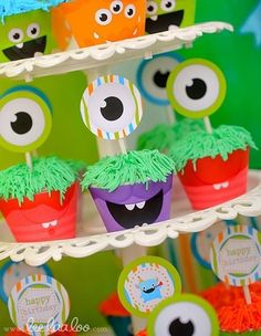 Monster Party Cupcakes- easy to make eyes! Monster First Birthday, Monster 1st Birthdays, Monster Birthday Parties, Baby 1st Birthday, First Birthday Parties, Birthday Party Themes, First Birthdays, Birthday Ideas, Little Monster Party