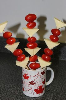 Some easy and fun finger food for a Canada Day party. perfect for kids and adults. Start by going to your local dollar store and . Summer Recipes, Holiday Recipes, Holiday Foods, Holiday Treats, Holiday Fun, Canadian Party, Canada Day Crafts, Canada Day Party, Party Drinks Alcohol