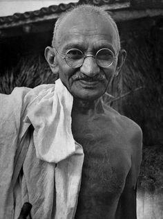 Gandhi: A Life Inspired. Mahatma Gandhi, was the preeminent leader of Indian independence in British-ruled India. Documentary Photographers, Female Photographers, Margaret Bourke White, Bollywood Stars, Life Magazine, Rare Photos, Iconic Photos, Famous Faces, Famous People