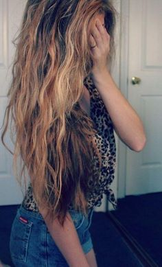 messy and long this is how my hair is gona be in a few inches!