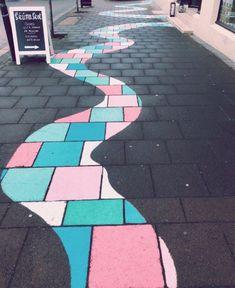 Sidewalk chalk drawings haircut styles for girls with medium hair - Medium Style Haircuts Chalk Drawings, Easy Drawings, Arte Bar, Fred Instagram, Chalk Design, Posca Art, Sidewalk Chalk Art, Sidewalk Ideas, Summer Aesthetic