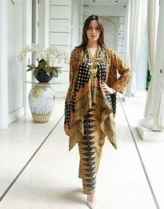 Ideas Fashion African Traditional Wedding Dresses For 2019 Kebaya Hijab, Batik Kebaya, Kebaya Dress, Kebaya Lace, Blouse Batik, Batik Dress, Batik Blazer, High Street Fashion, Batik Mode