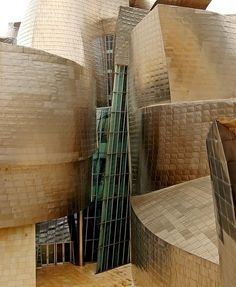 This building is not really a style that appeals to me, however it is magnificent architecture. And i cant guarantee, that standing in it, I couldn't be swayed! Frank Gehry, guggenheim museum Bilbao