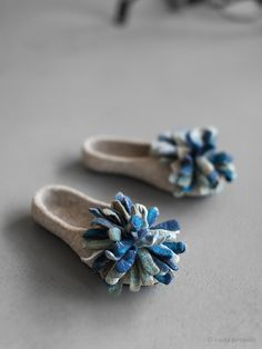 Felted slippers Women house shoes Blue oversized flower petal flats Indoor shoes Natural beige organic wool clogs Eco friendly home shoes