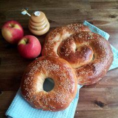 Happy Rosh Hashanah! Celebrate with Apple-Stuffed Challah #jewish #holidays #challah #baking #newyear #roshhashanah