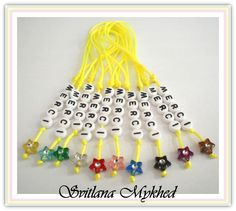 """Cadeux de remerciment. Lot de 10 pendentifs """"Merci"""" (jaune fluo). Pendentifs (réversible) personnalisé avec un message. : Pendentif par perles-et-couronnes"""