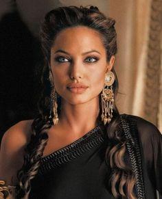 Angelina Jolie Makeup, Angelina Jolie Photos, Arabian Beauty Women, Studio Photography Poses, Celebs, Celebrities, Beautiful Actresses, Makeup Looks, Hair Beauty