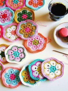 tejer flores a crochet paso a paso Love Crochet, Beautiful Crochet, Diy Crochet, Crochet Crafts, Crochet Projects, Crochet Baby, Crochet Motifs, Crochet Squares, Crochet Granny