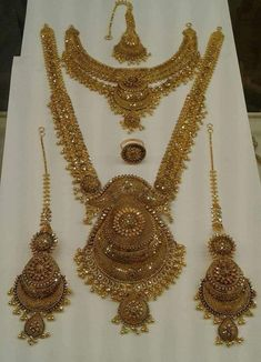 Gold Wedding Jewelry, Bridal Jewellery, Gold Jewelry, Jewlery, Gold Necklace, Gold Bangles Design, Gold Jewellery Design, Gold Mangalsutra Designs, Gold Set