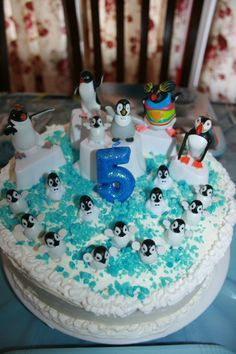 Happy Feet Penguin cupcakes for L