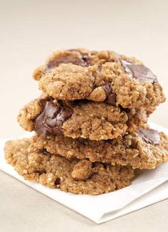 Gluten Free, Clean Eating, Almond Butter Chocolate Chip Cookies are amazing! Low calorie and healthy | Clean Eating Mag