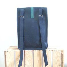 Mochila de cuero hecha a mano de color Azul por Made4Friends