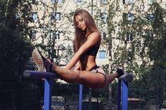 Image via We Heart It https://weheartit.com/entry/155019403/via/24392362 #fitness #flexible #girl #splits #workout