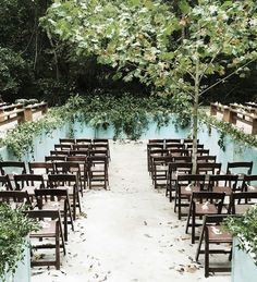 How cool is this?! 😱 This couple transformed their empty pool into their very own ceremony site which was decorated with Jackson vine and ferns. 🌿 Talk about a unique ceremony setting! #marthaweddings