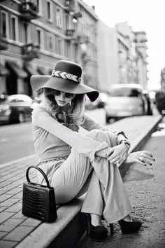 La Vita è fatta di partenze e di ritorni, però una cosa ho imparato, in tutta questa spirale di esperienze negative… che si potrà anche soffrire, stare male, piangere fino a sentir doloranti gli occhi… ma ci si rialza sempre, perchè nulla è più importante di noi stessi e della nostra vita, che è il dono più prezioso che abbiamo… QUINDI BISOGNA REAGIRE E RIALZARSI! [Luciano Ligabue]