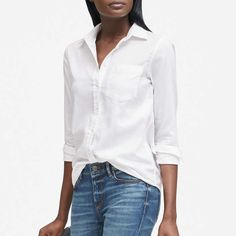 Button Down Shirts Womens A button down shirt, when worn the right way can be sexy. A lot of women mostly wear shirts with buttons down the front as part of office attires and unlike men, they rare… Business Casual Outfits, Casual Winter Outfits, Chic Outfits, White Shirt Outfits, White Shirts, Black Button Down Shirt, Autumn Fashion 2018, How To Look Classy, Memes