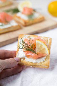 Lachs-Blätterteig-Häppchen. 4 Zutaten, einfach und super lecker - Kochkarussell.com