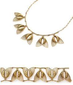 René Lalique: Gold Bracelet and Gold Necklace c.1900