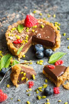 A decadent, rich dessert that looks nearly too good to eat. These little tortes are so simple, and so delicious! Use less than chocolate Vegan Treats, Vegan Foods, Vegan Recipes, Sweet Recipes, Whole Food Recipes, Dessert Recipes, Vegan Chocolate Ganache, Chocolate Torte, Delicious Chocolate