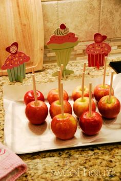Pink Candy Apples How to make Pink Candy Apples Hot Pink Candy Apples Recipe flavored candy apples pink toffee apples secret to bubble free tutorial party Pink Candy Apples, How To Make Pink, 7up Pound Cake, Mini Apple, Candy Buffet, Apple Recipes, Sweet Life, Toffee, Caramel Apples